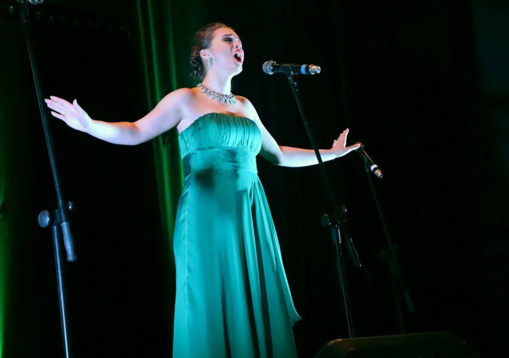 Zdjęcie zkoncertu zokazji dnia kobiet